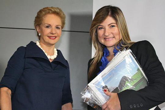 Adriana Rincón de El Venezolano de Panamá, junto a Carolina Herrera.